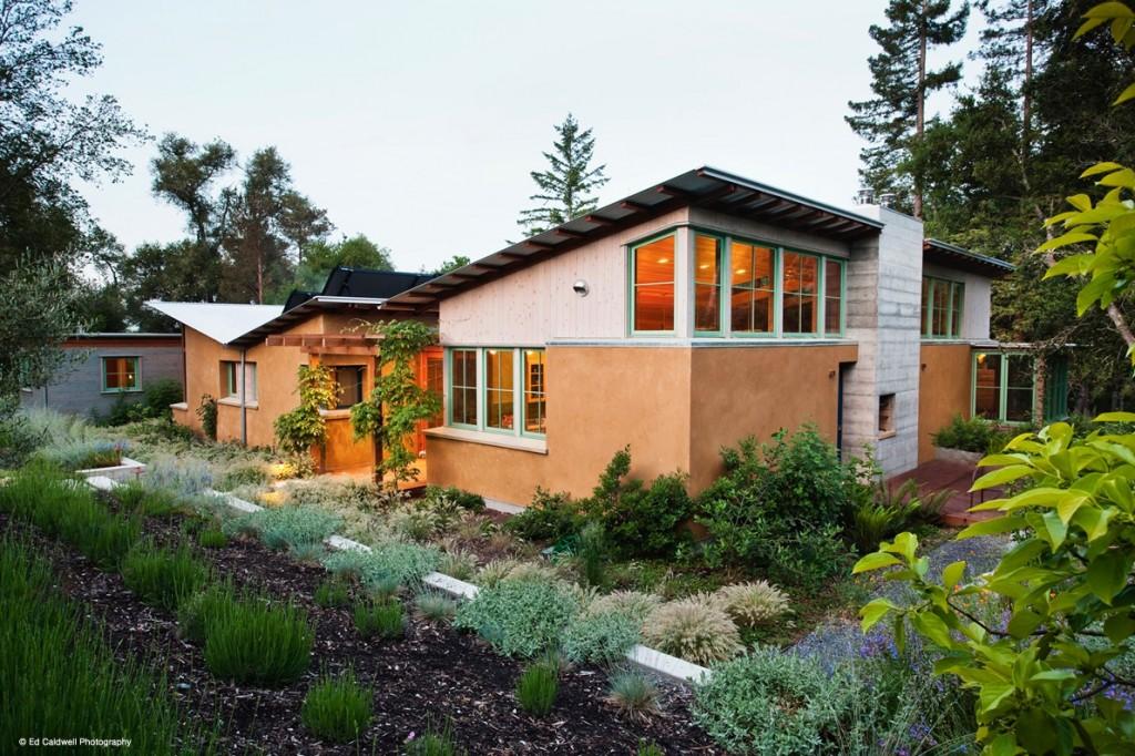 Alternative housing little house in the valley for Alternative housing