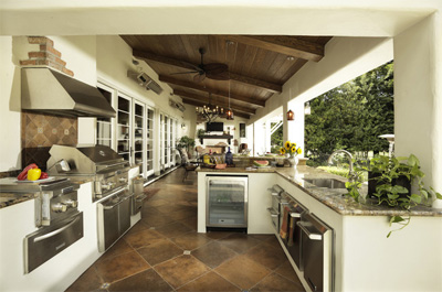 Outdoor kitchen from Houzz.com