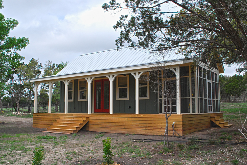 Kanga cottage cabins little house in the valley for Prefab screened porches