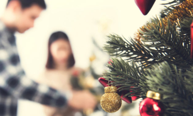 4 Ways to Make Your Tiny House Look More Festive This Holiday