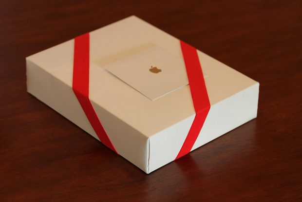 apple gift wrapping